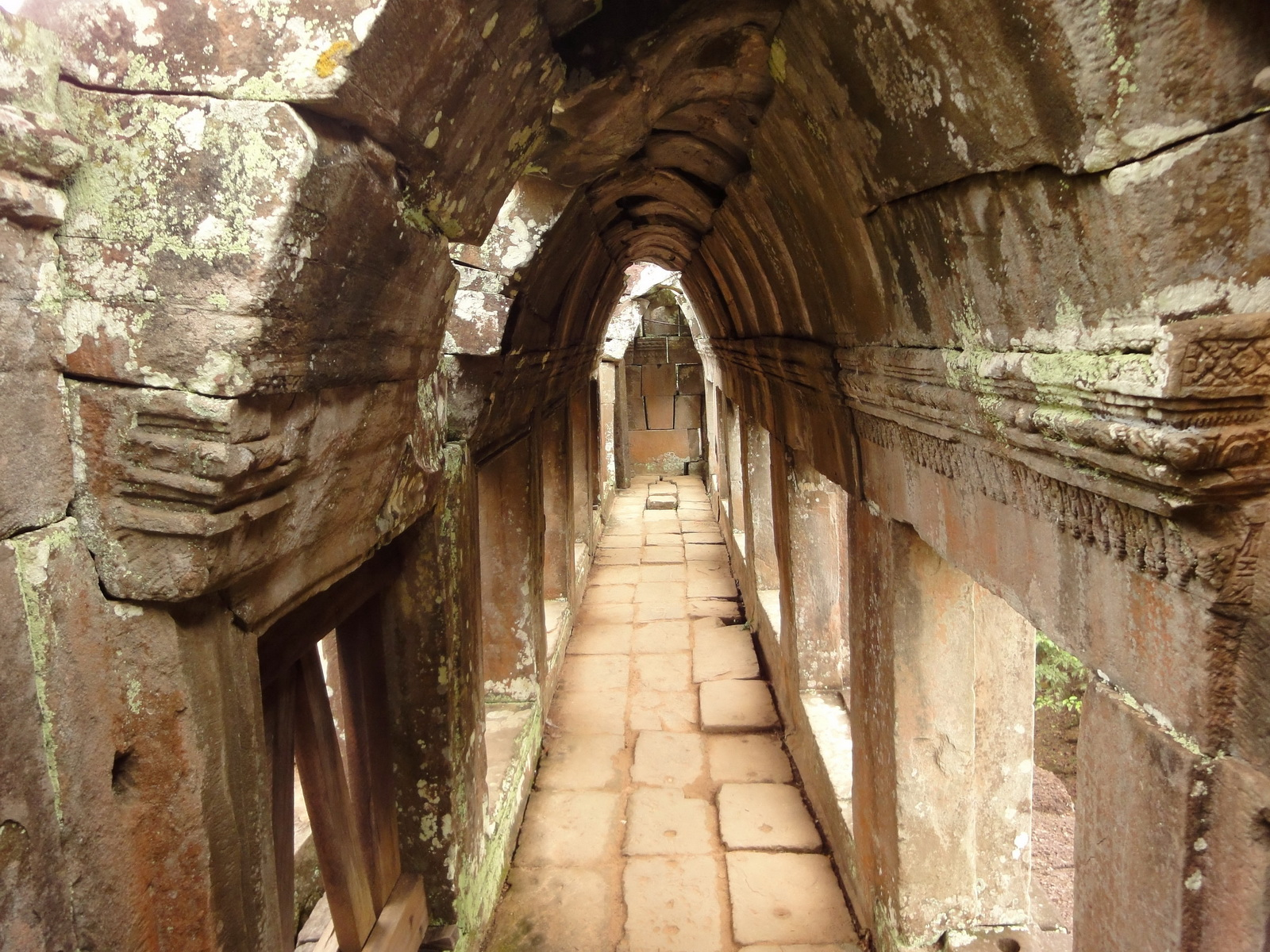 Phimeanakas central tower passageways Hindu Khleang style 01