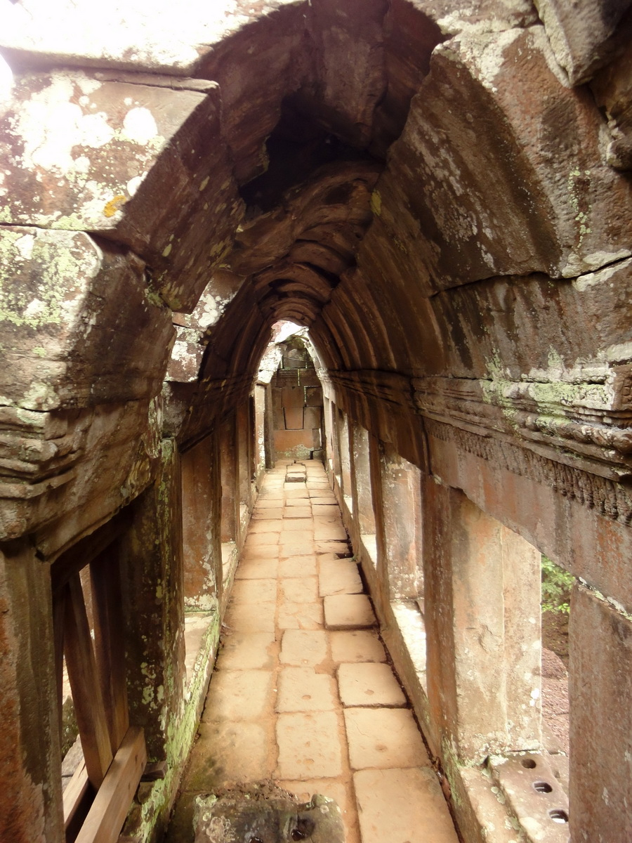 Phimeanakas central tower passageways Hindu Khleang style 02