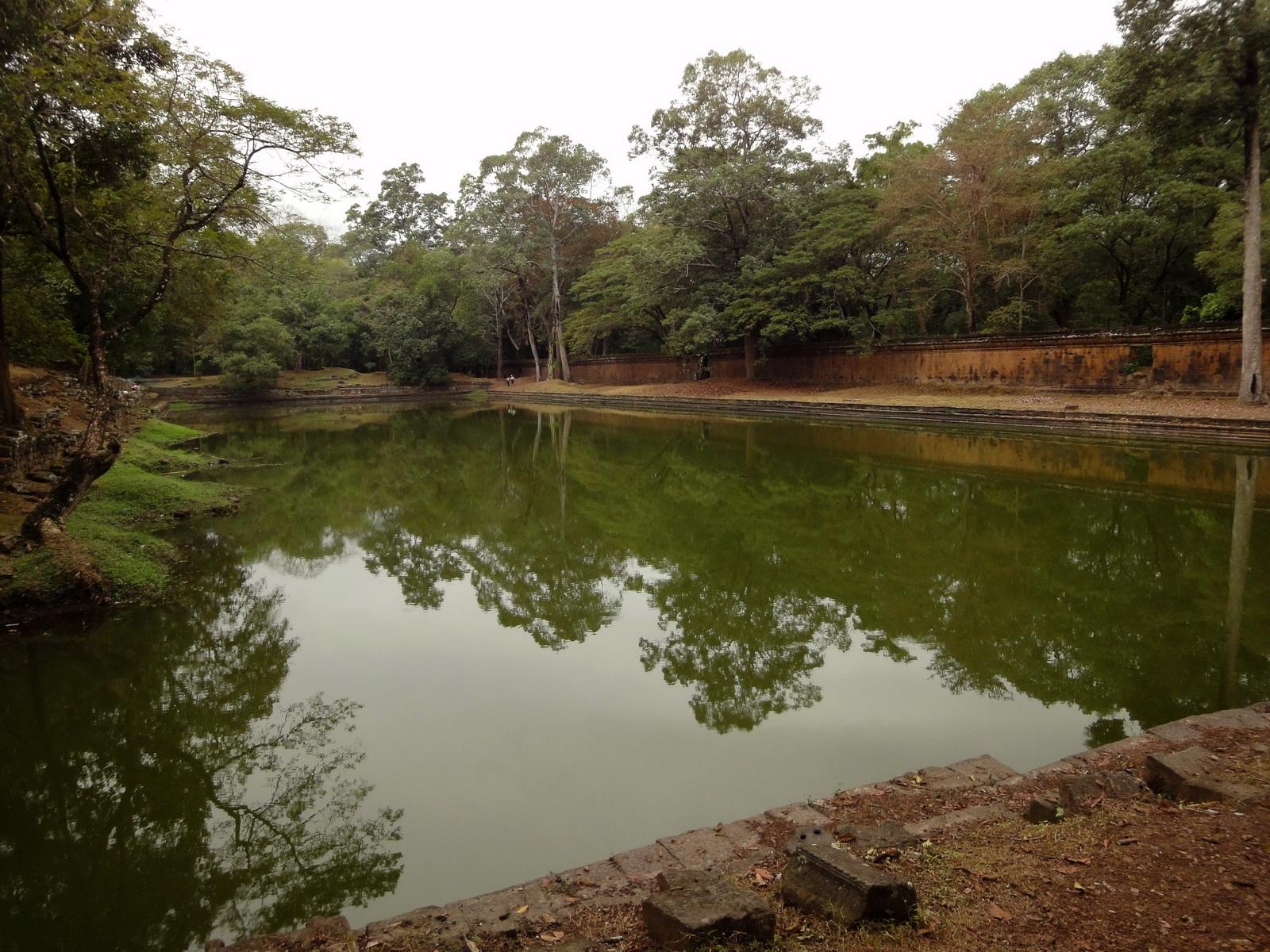 Royal Palace female bathing pond Hindu Khleang style Angkor 01