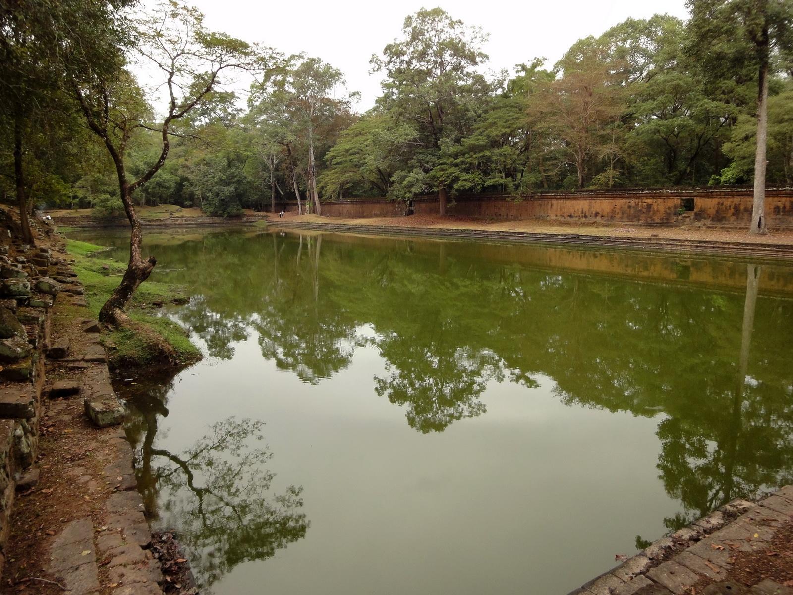 Royal Palace female bathing pond Hindu Khleang style Angkor 03