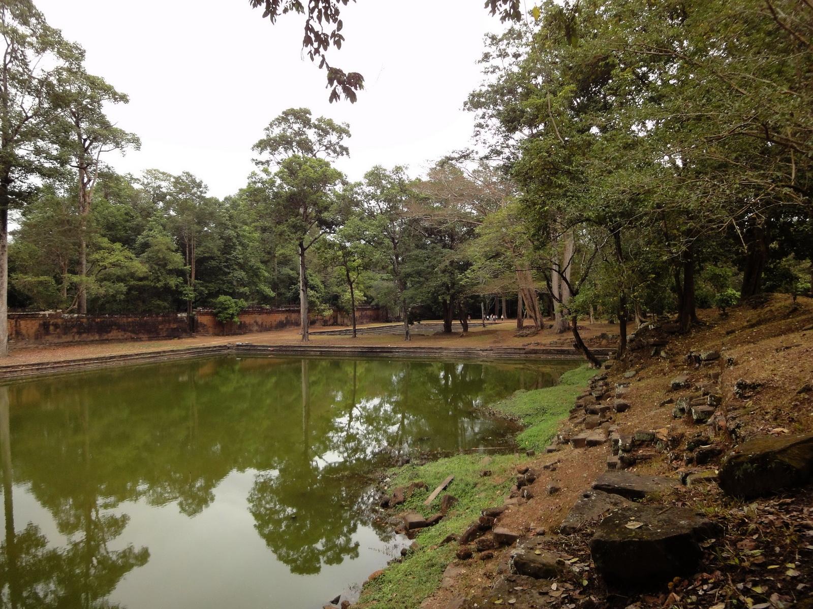 Royal Palace female bathing pond Hindu Khleang style Angkor 05