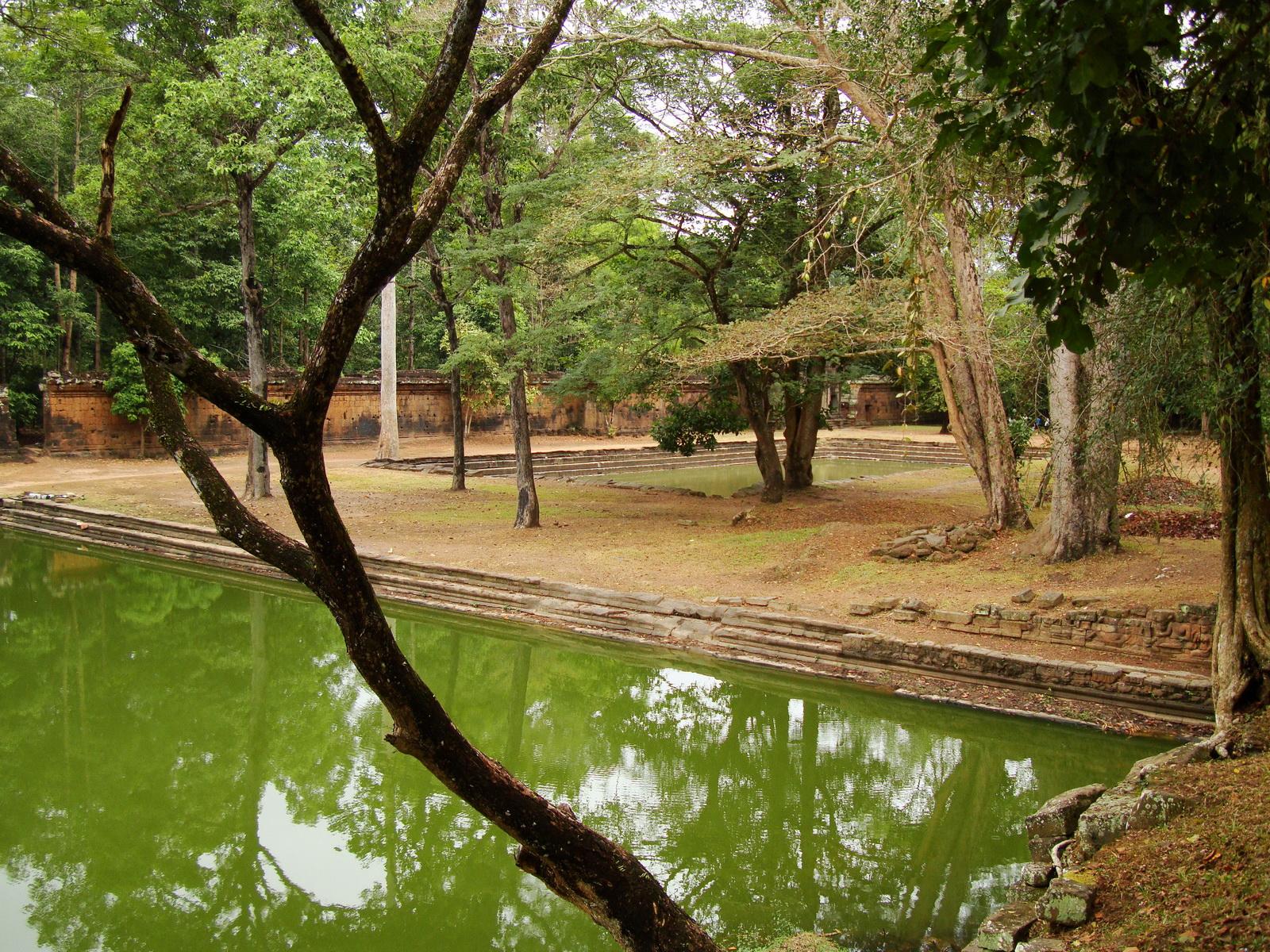 Royal Palace female bathing pond Hindu Khleang style Angkor 07