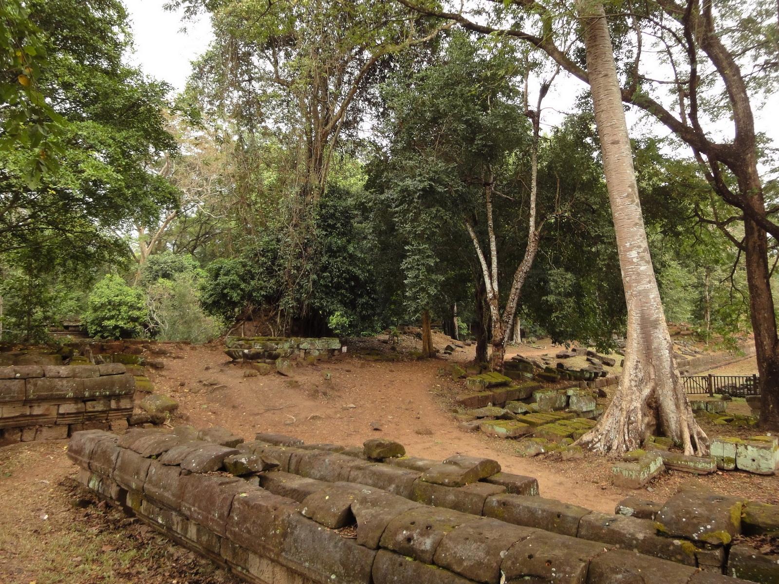 Royal Palace laterite walls Hindu Khleang style Angkor 04