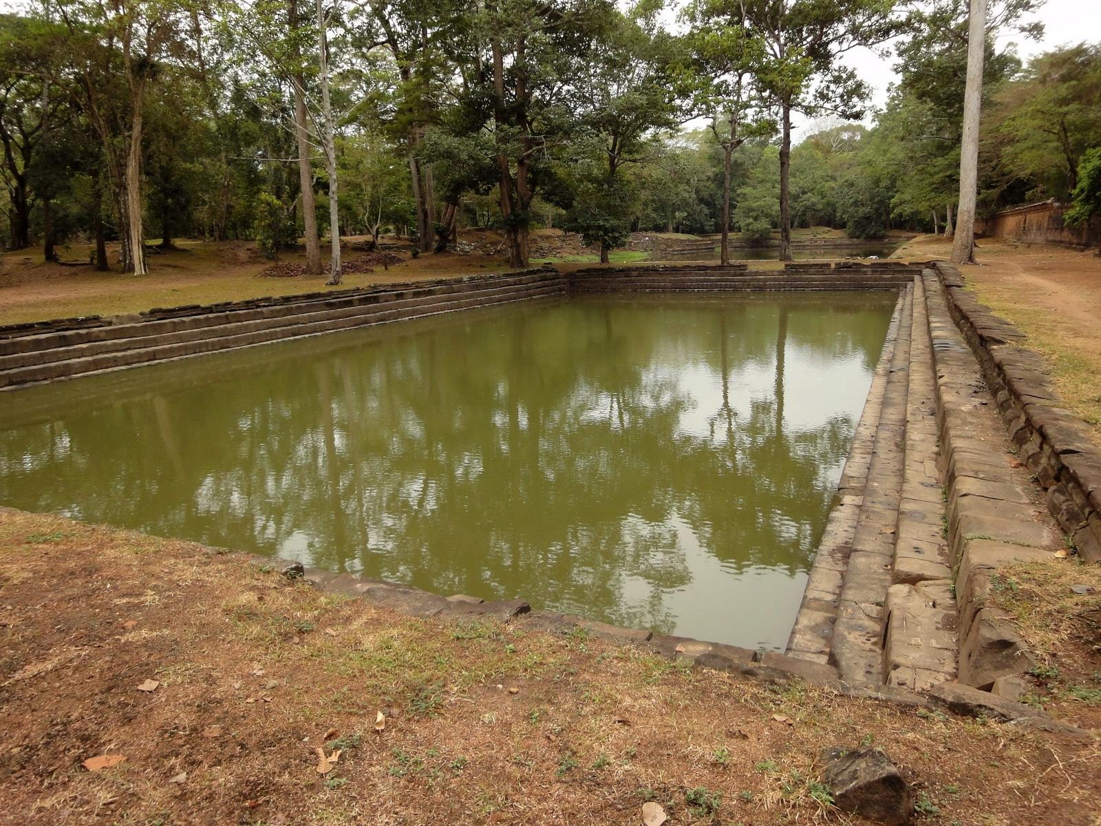 Royal Palace male bathing pond Hindu Khleang style Angkor 01