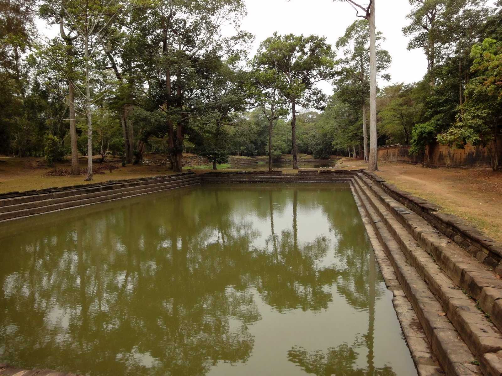 Royal Palace male bathing pond Hindu Khleang style Angkor 02