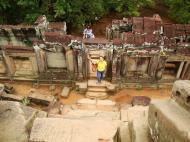 Asisbiz Phimeanakas central tower Northern stairs Hindu Khleang style 03