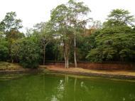 Asisbiz Royal Palace female bathing pond Hindu Khleang style Angkor 09
