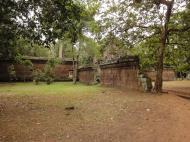 Asisbiz Royal Palace laterite walls Hindu Khleang style Angkor 01