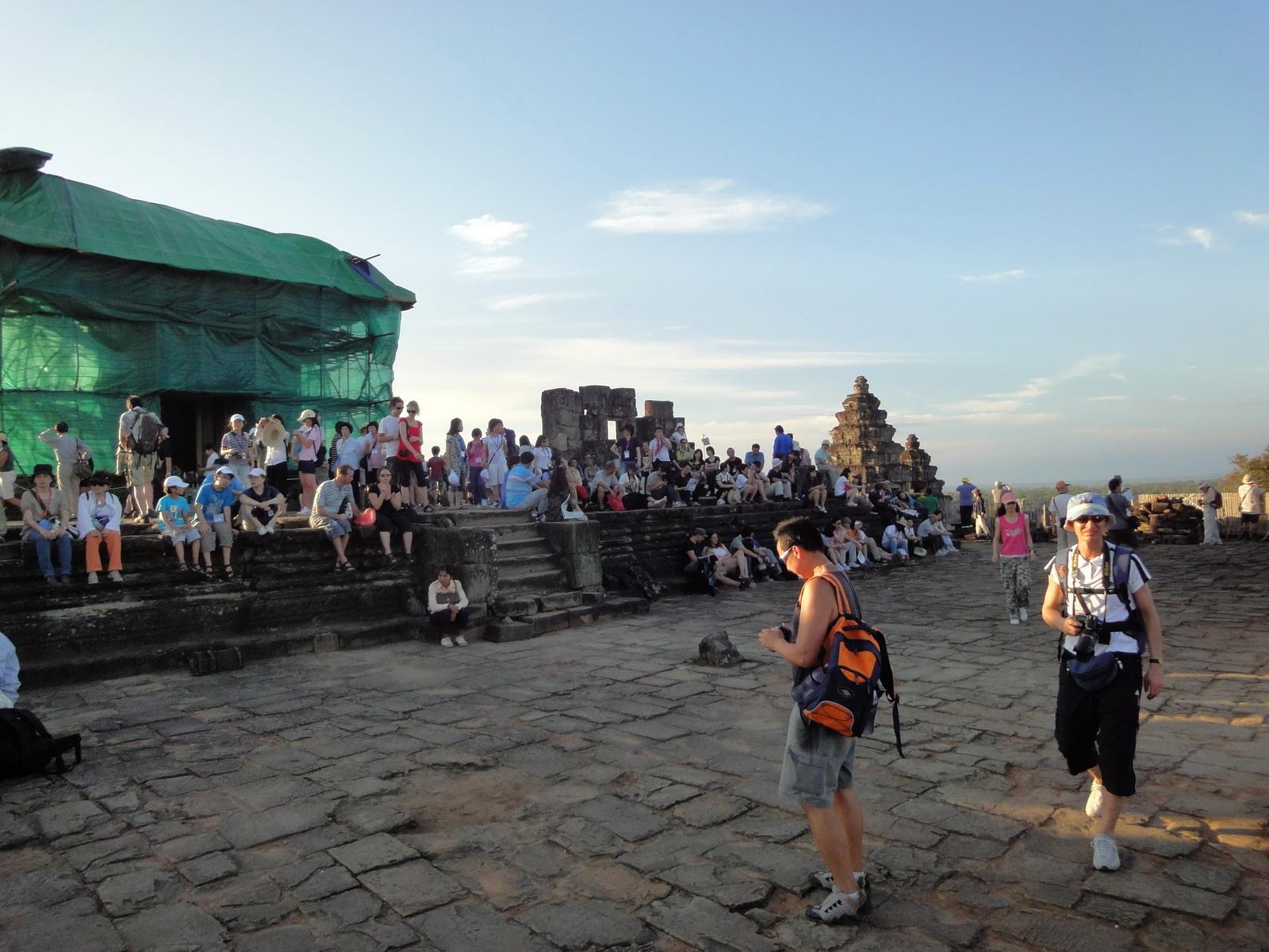 Phnom Bakheng Temple popular tourist sunset spot Angkor 07
