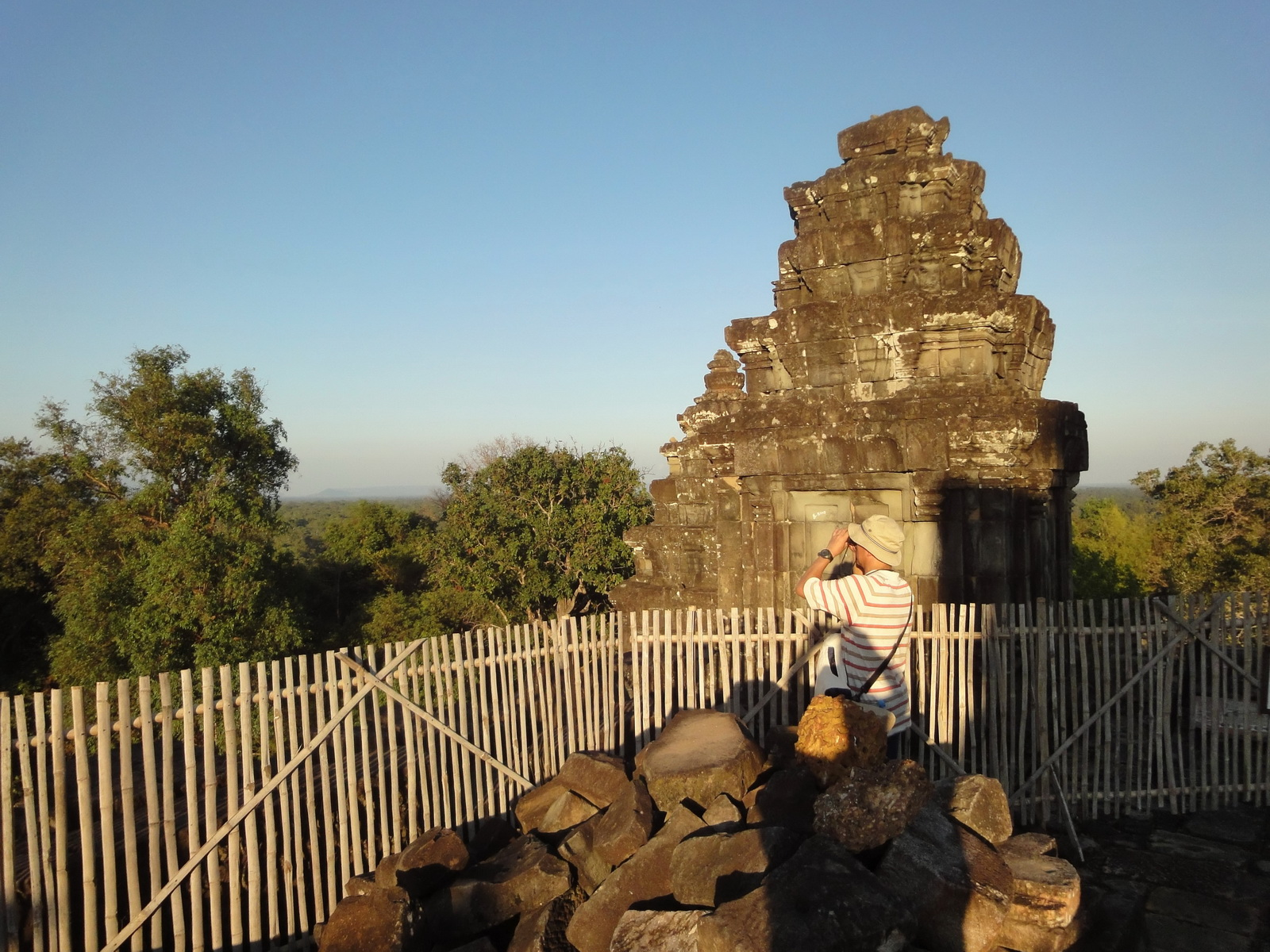 Phnom Bakheng Temple popular tourist sunset spot Angkor 09