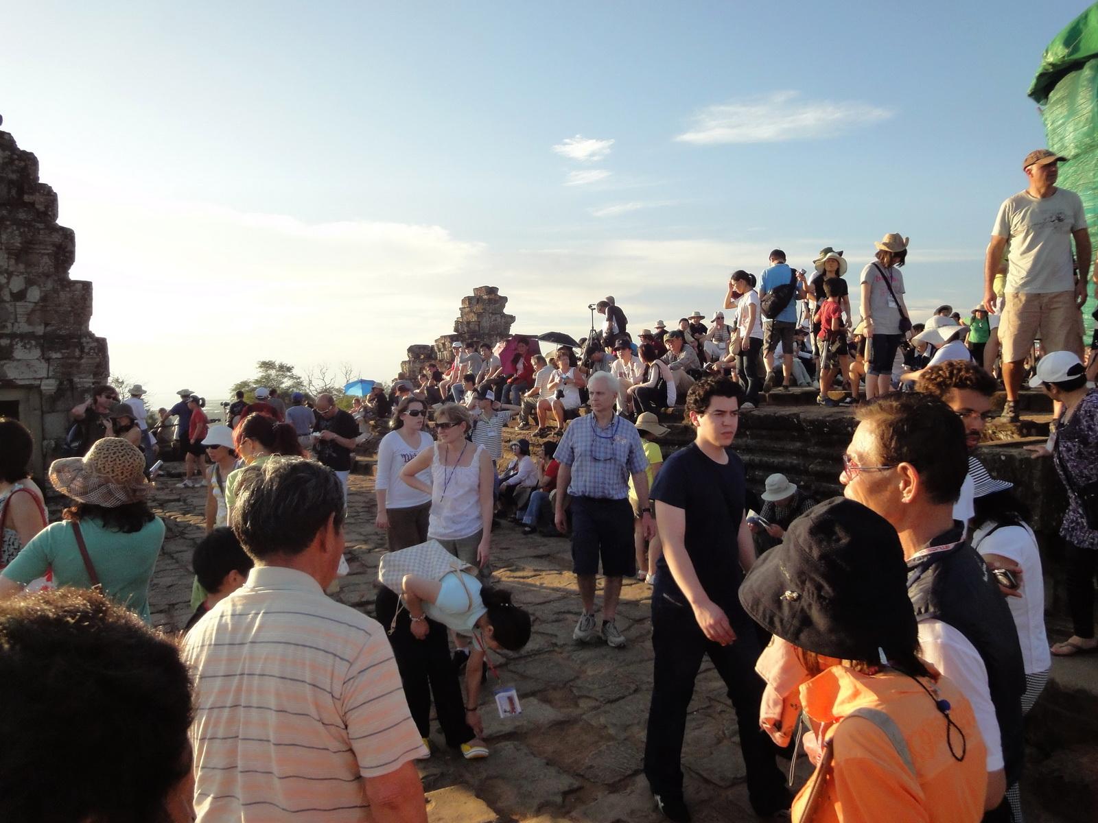 Phnom Bakheng Temple tourist sunset rush Angkor 02