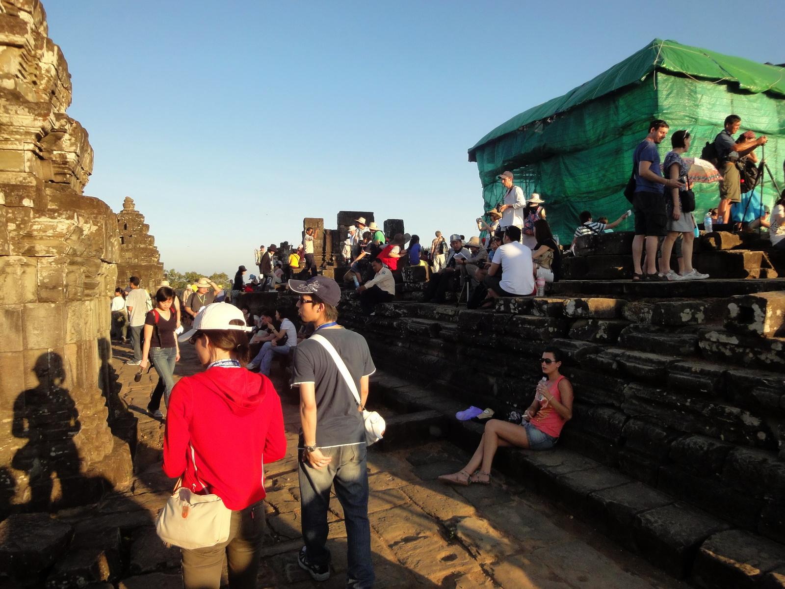 Phnom Bakheng Temple tourist sunset rush Angkor 03