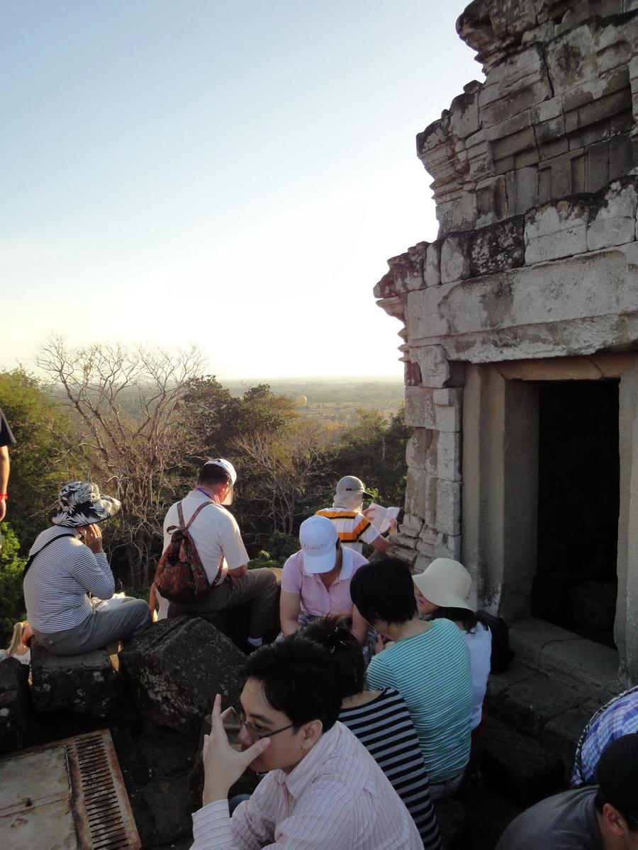 Phnom Bakheng Temple tourist sunset rush Angkor 13