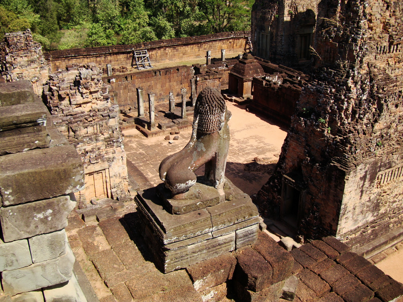Facing East Pre Rup Temple lion East Baray 2010 01