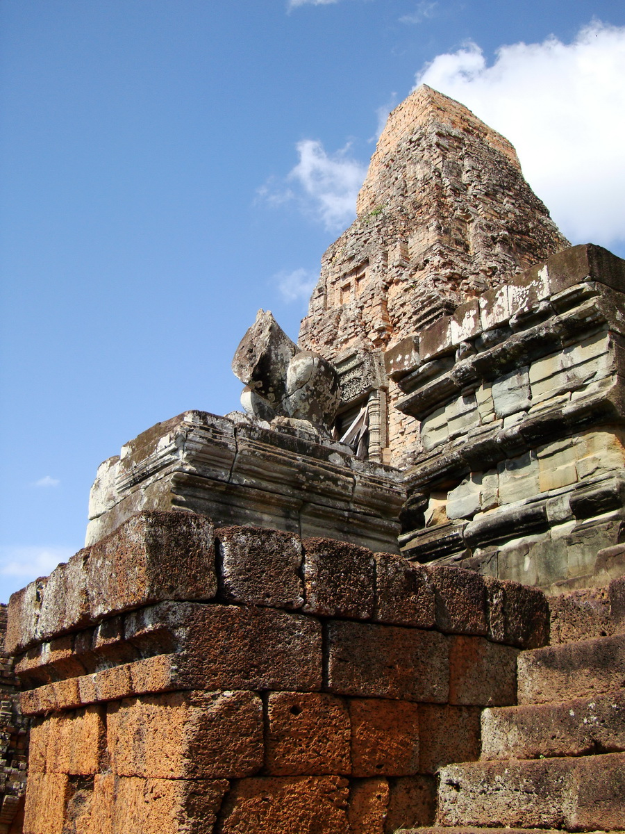 Facing NW Pre Rup Temple lion and upper tower East Baray 02