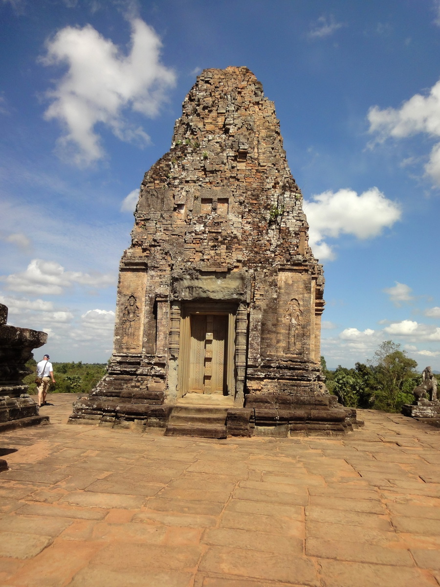 Facing North Pre Rup Temple inner towers East Baray 02