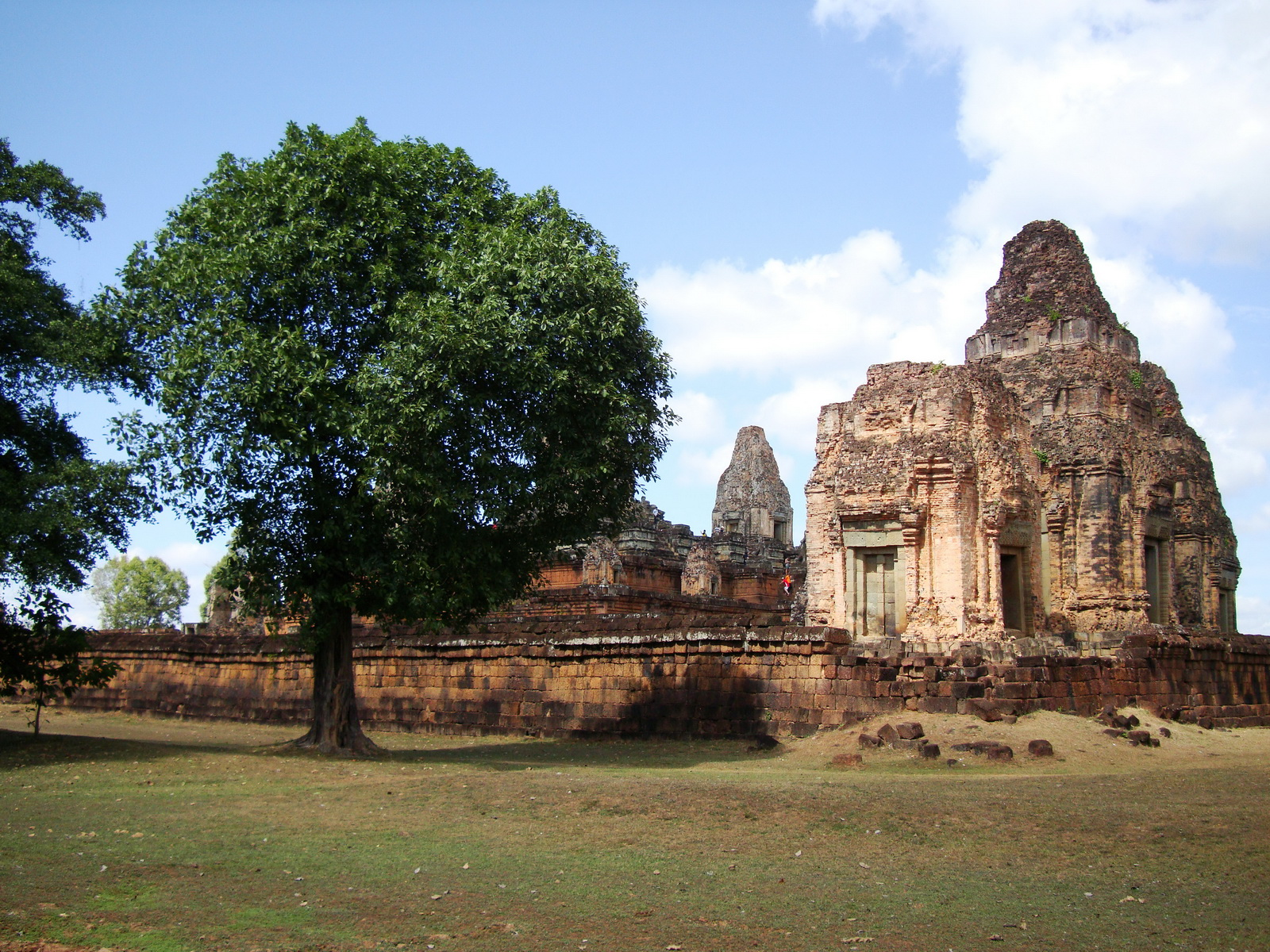 Facing North Pre Rup Temple laterite brick towers East Baray Jan 2010 03