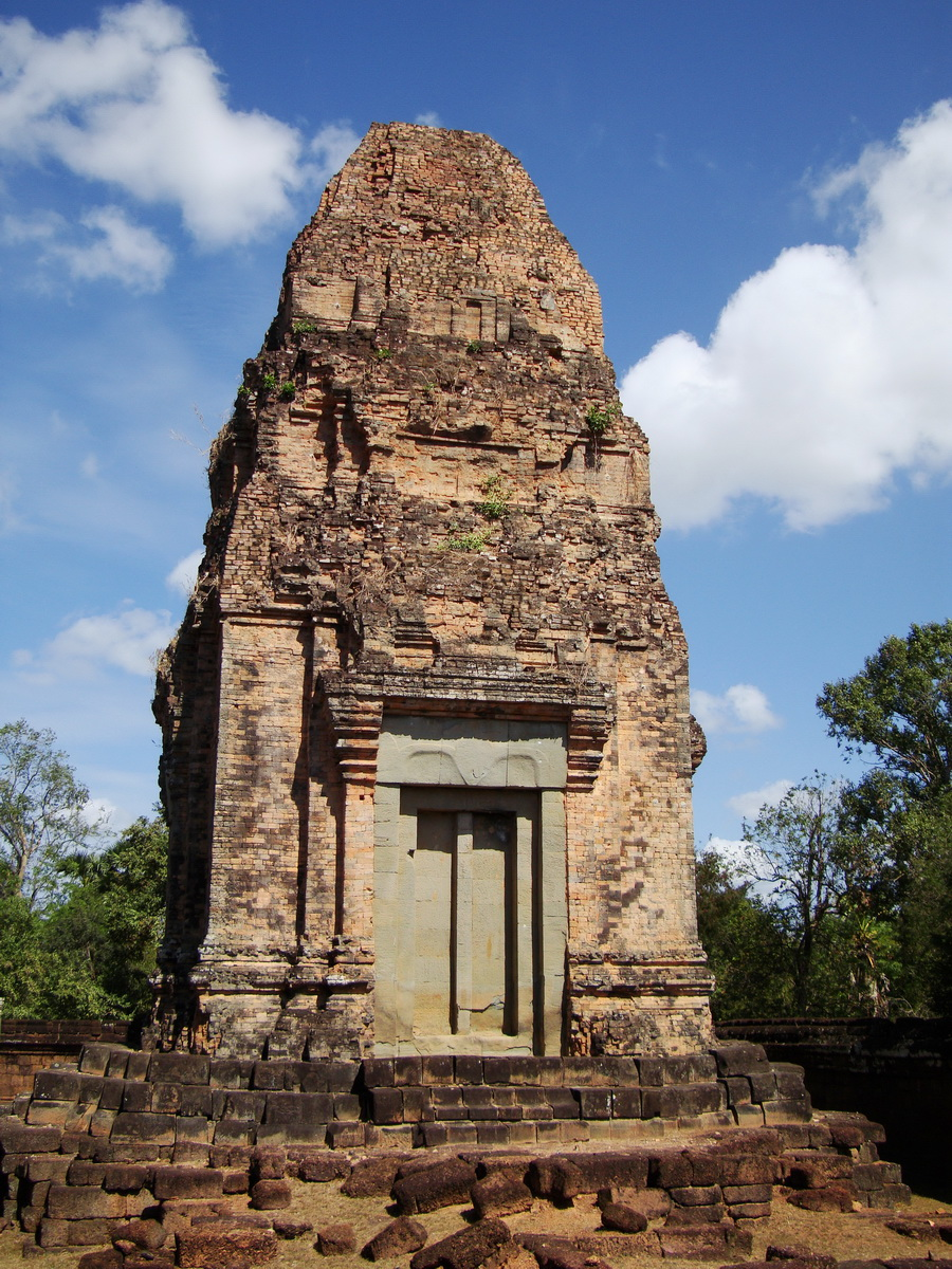 Facing North Pre Rup Temple lower courtyard towers East Baray 2010 01