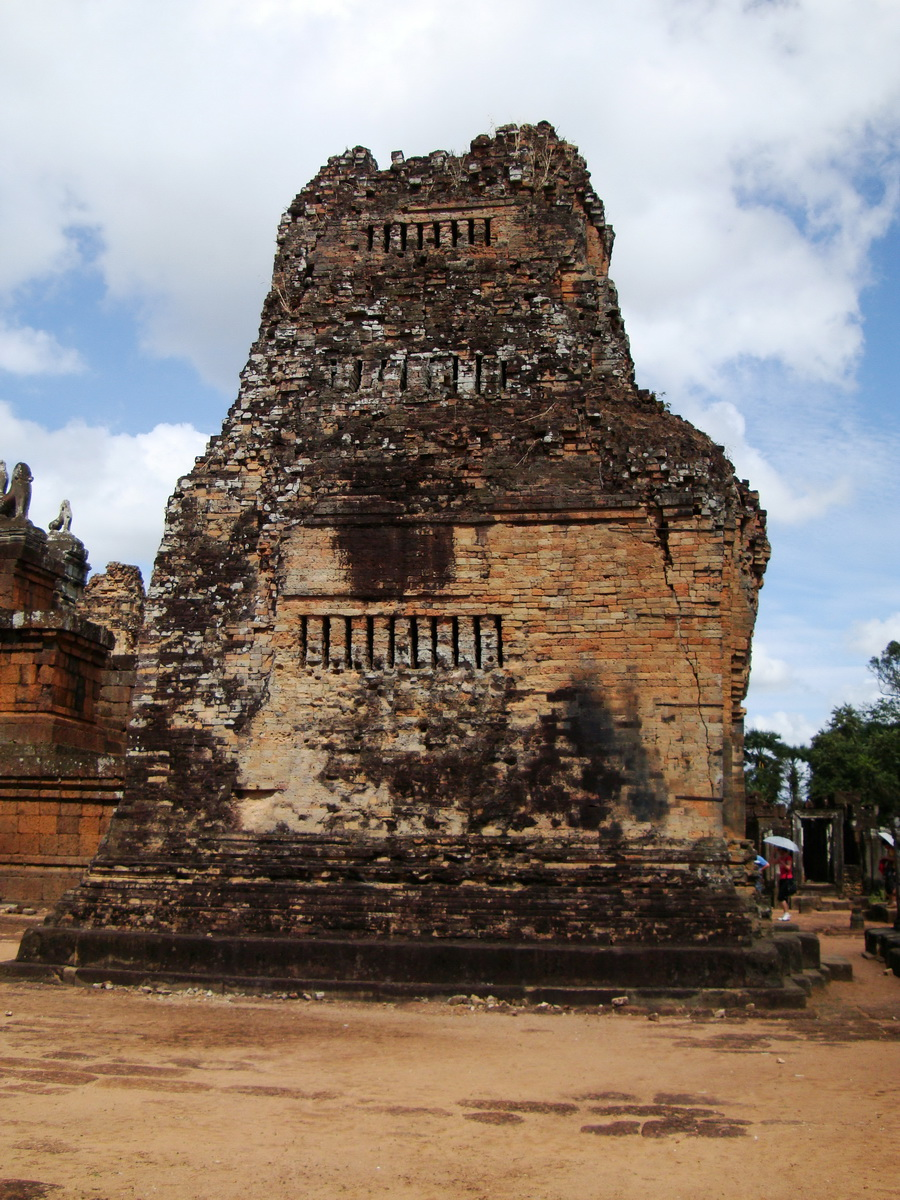 Facing North Pre Rup Temple lower courtyard towers East Baray 2010 02