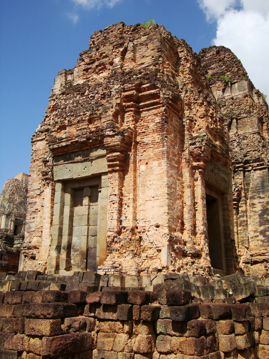 Facing North Pre Rup Temple lower courtyard towers East Baray 2010 03