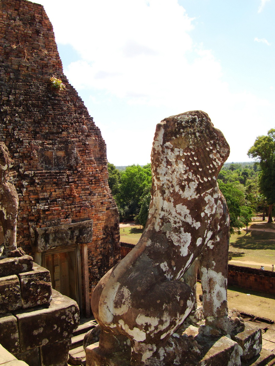 Facing SE Pre Rup Temple upper courtyard lions East Baray 01