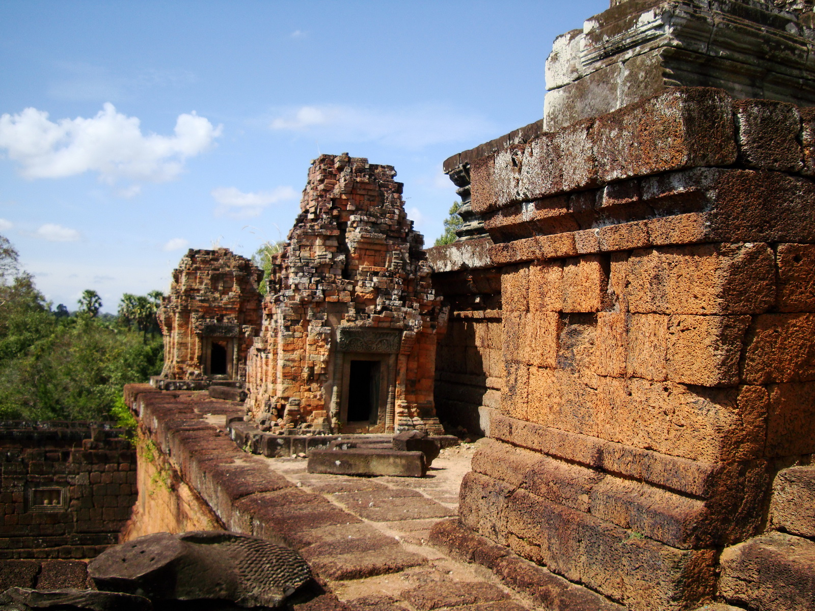 Facing SW Pre Rup Temple middle courtyard East Baray 02