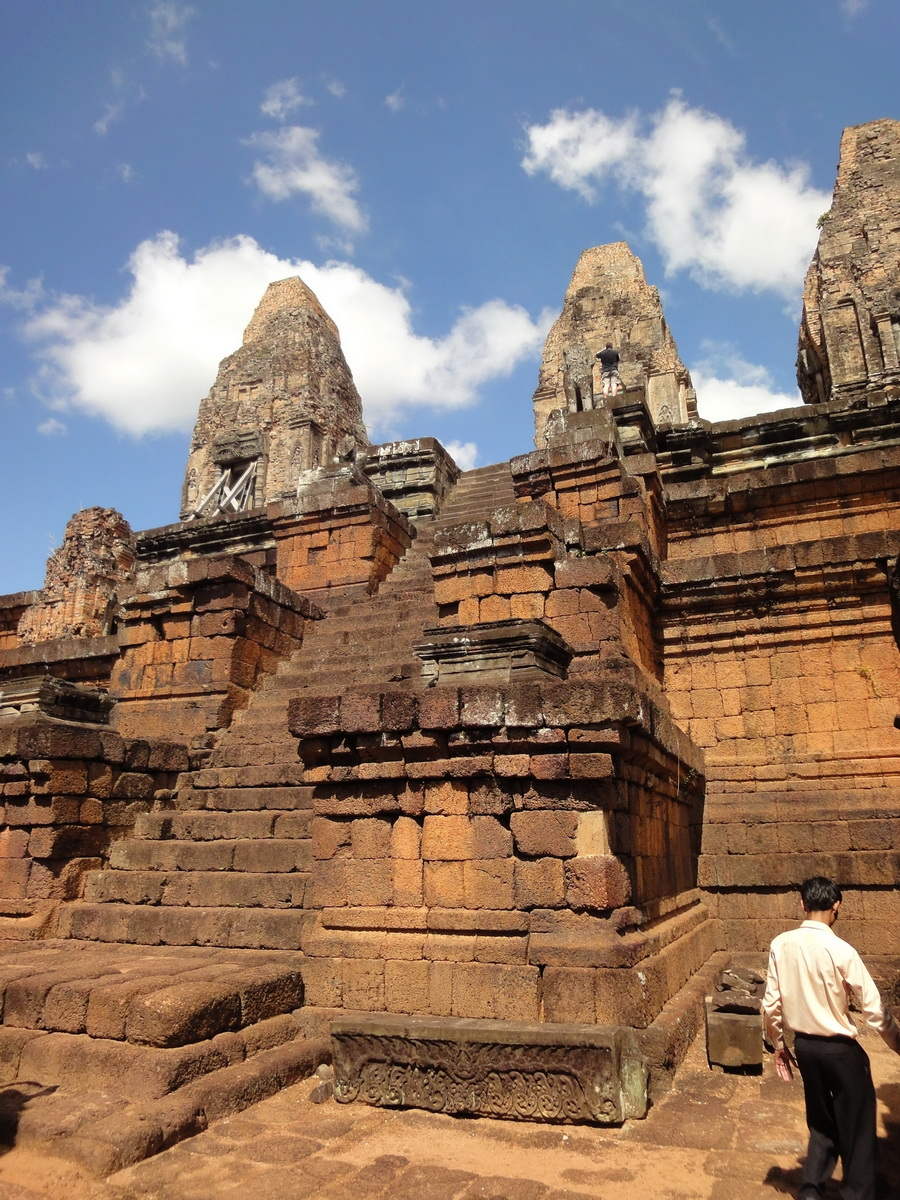 Facing West Pre Rup Temple central towers stairs East Baray 2010 01