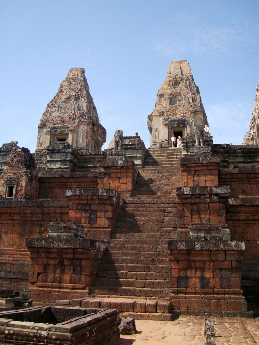 Facing West Pre Rup Temple central towers stairs East Baray 2010 04