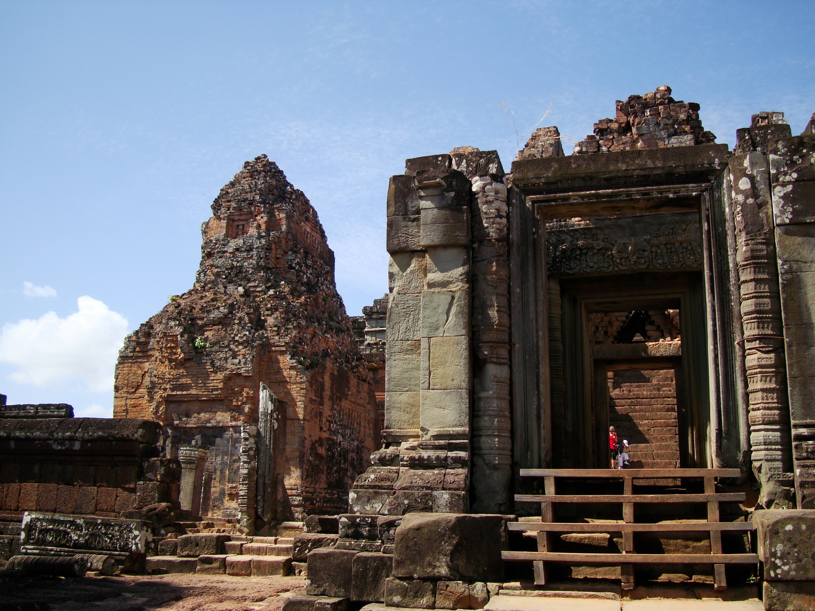 Facing West Pre Rup Temple entrance East Baray 2010 01