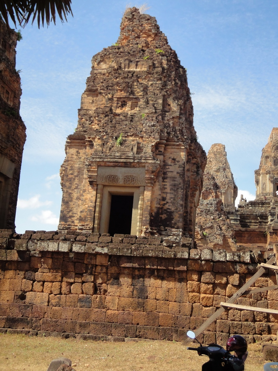 Facing West Pre Rup Temple outer towers East Baray 01