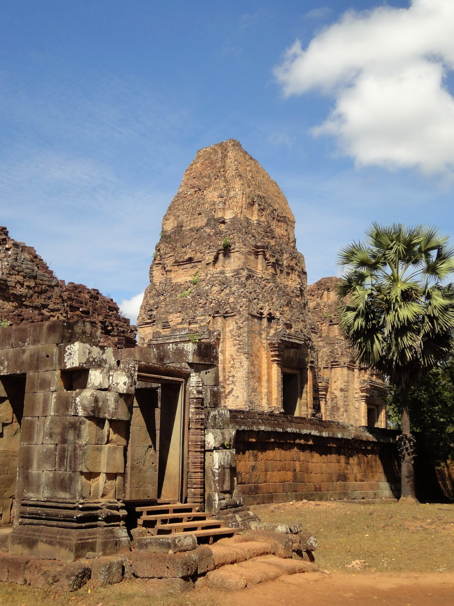 Facing West Pre Rup Temple outer towers East Baray 02