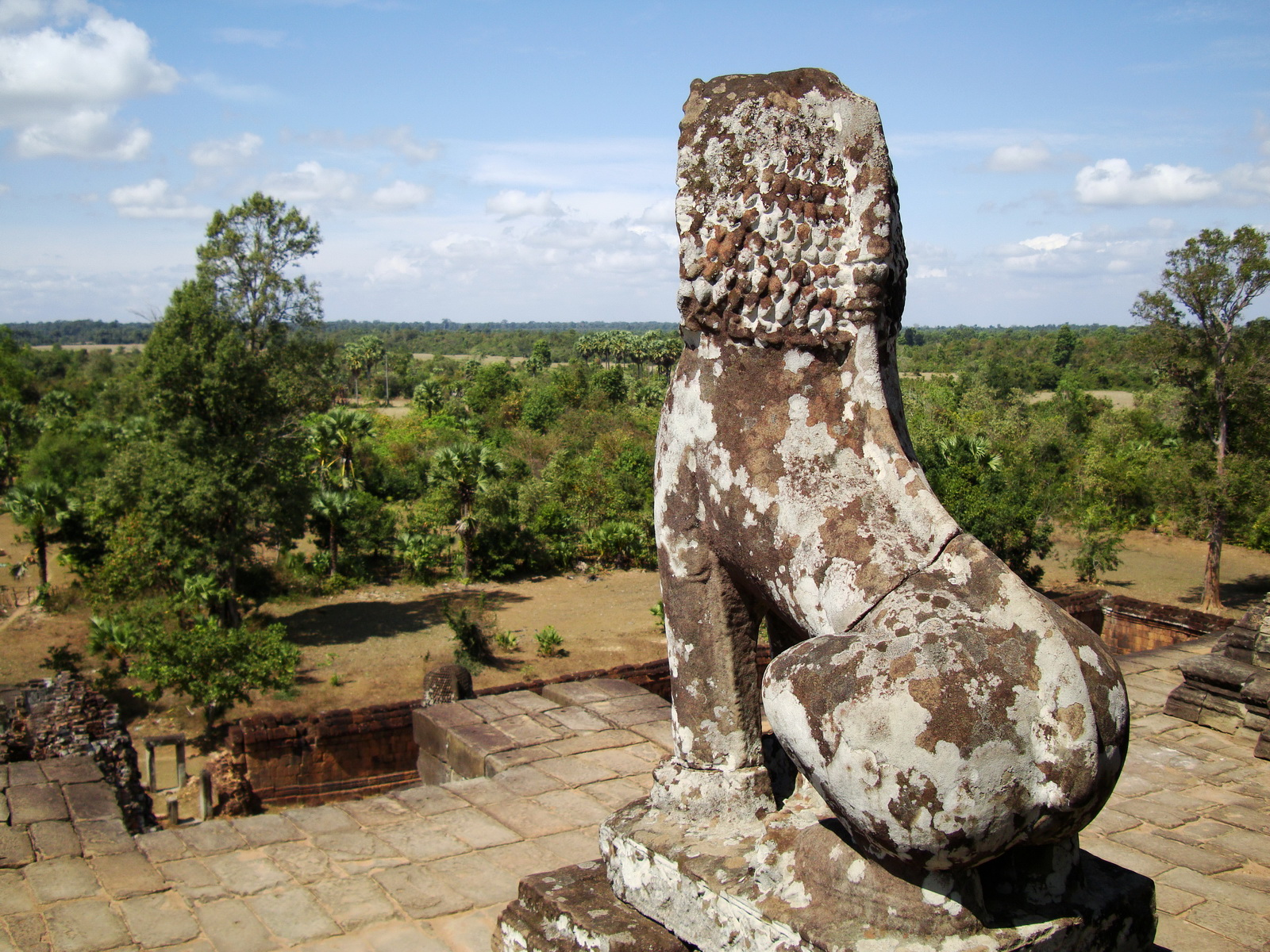 Facing West Pre Rup Temple upper courtyard lion East Baray 2010 01