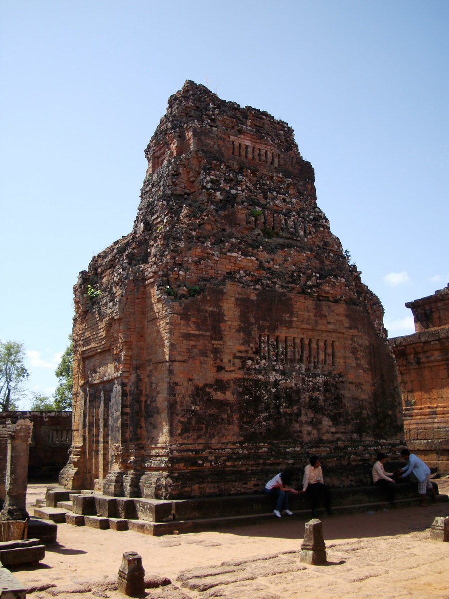 Pre Rup Temple Library tower East Baray Jan 2010 01