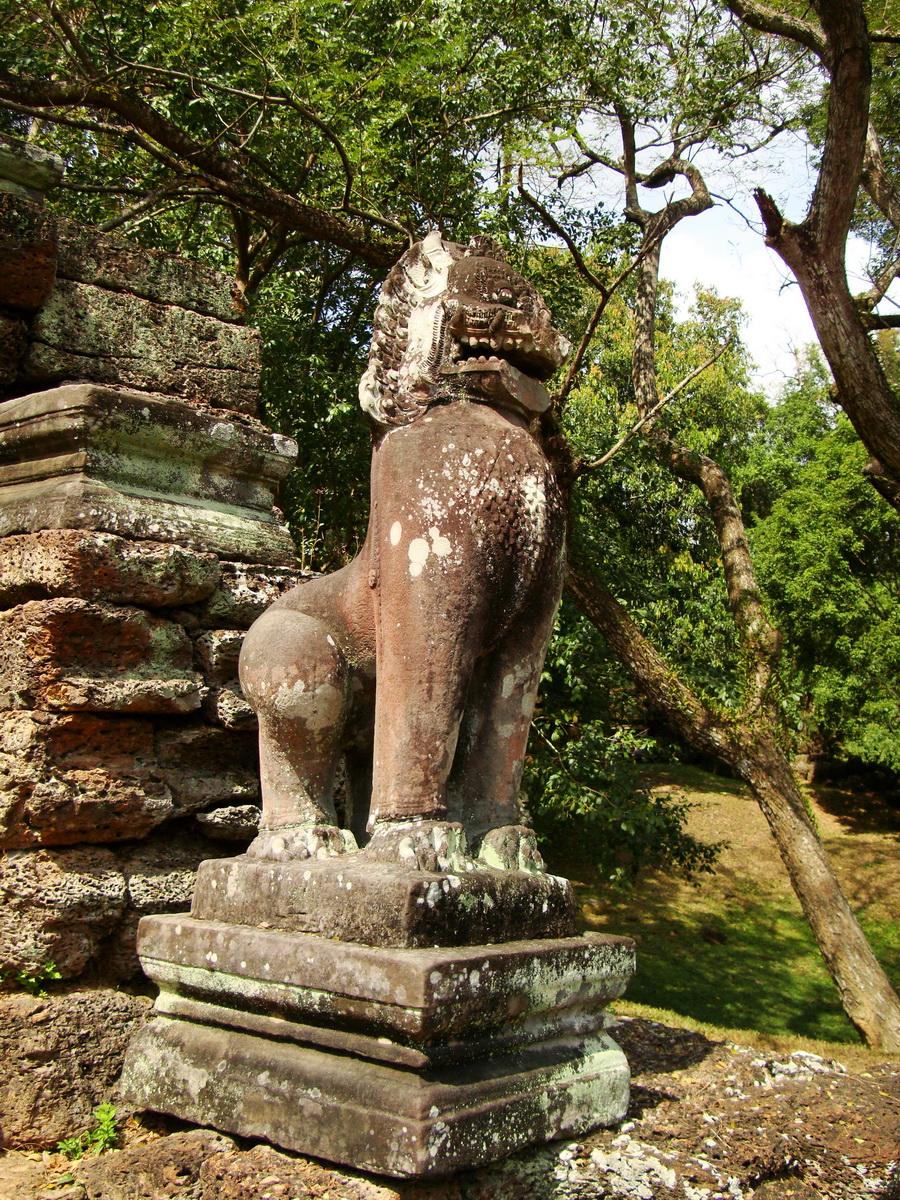 Preah Khan Bas relief 12th ce Khmer Style lion carvings 02
