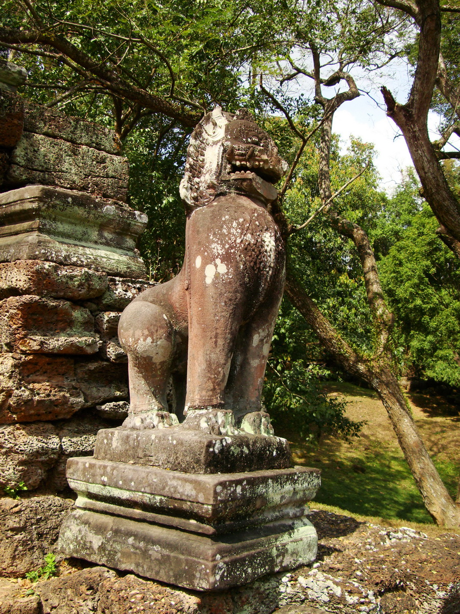 Preah Khan Bas relief 12th ce Khmer Style lion carvings 03