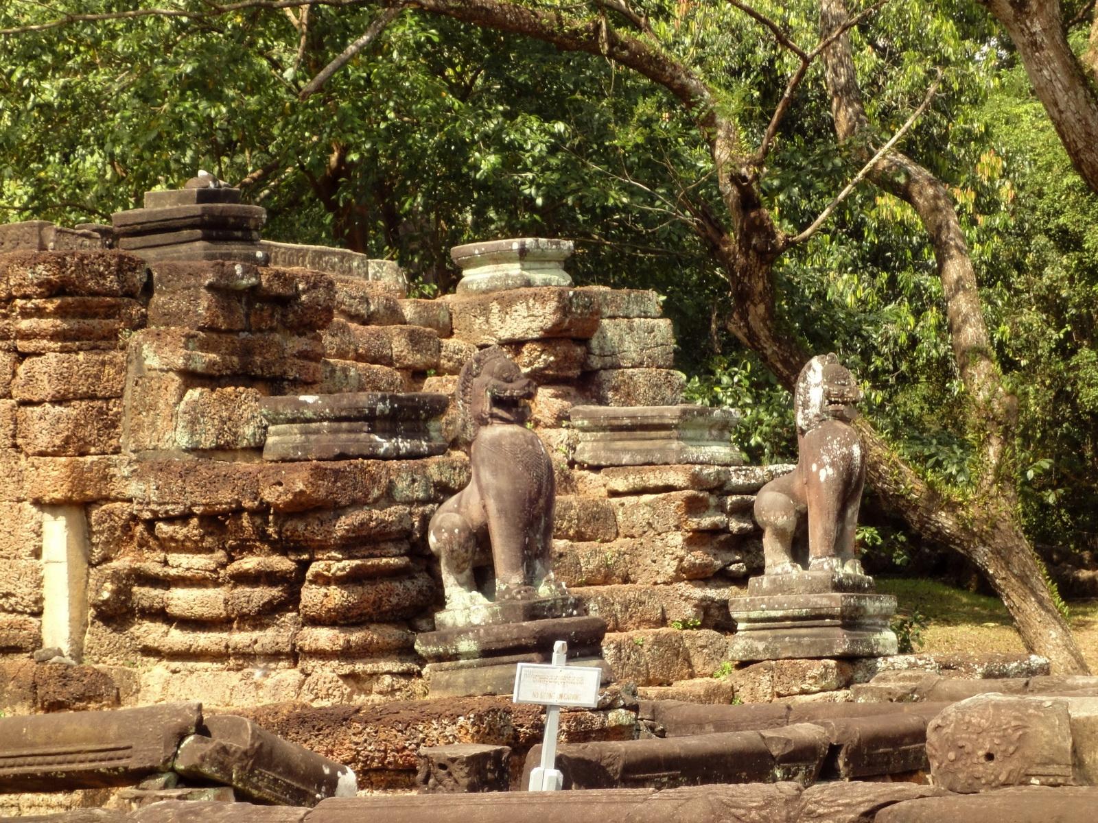 Preah Khan Bas relief 12th ce Khmer Style lion carvings 04