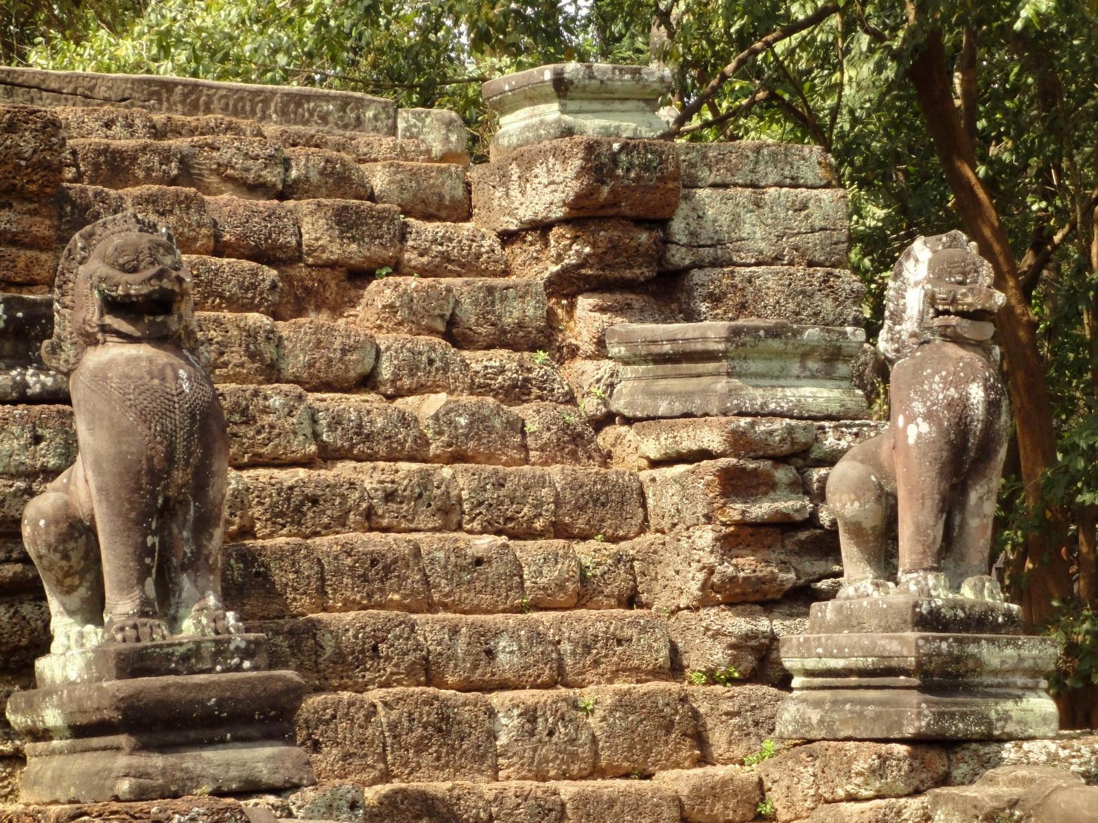 Preah Khan Bas relief 12th ce Khmer Style lion carvings 05