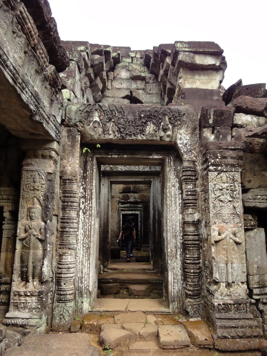 Preah Khan Temple Bas relief Asuras and Dvarapala guard the entrance 01