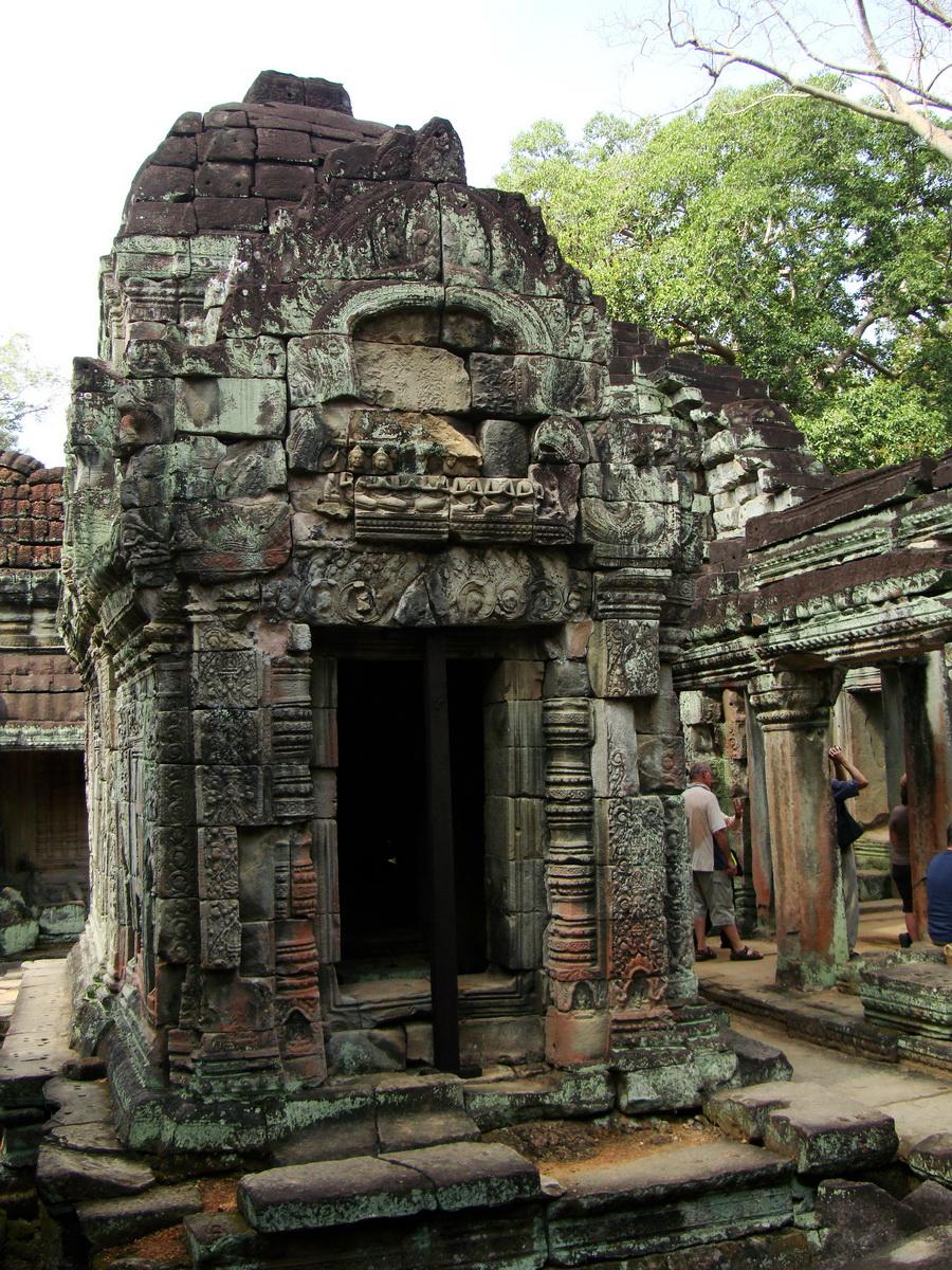 Preah Khan Temple Bas relief Buddhas main enclosure Angkor 02