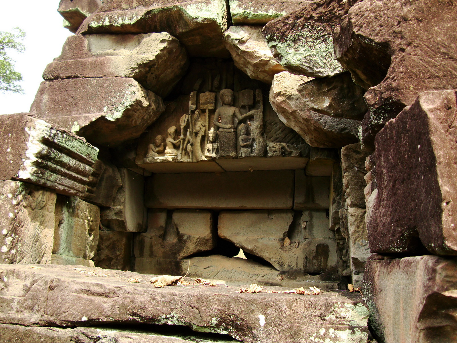 Preah Khan Temple Bas relief Buddhas main enclosure Angkor 04