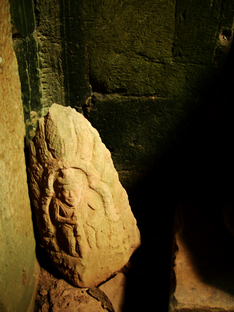 Preah Khan Temple Bas relief corner designs Preah Vihear province 01