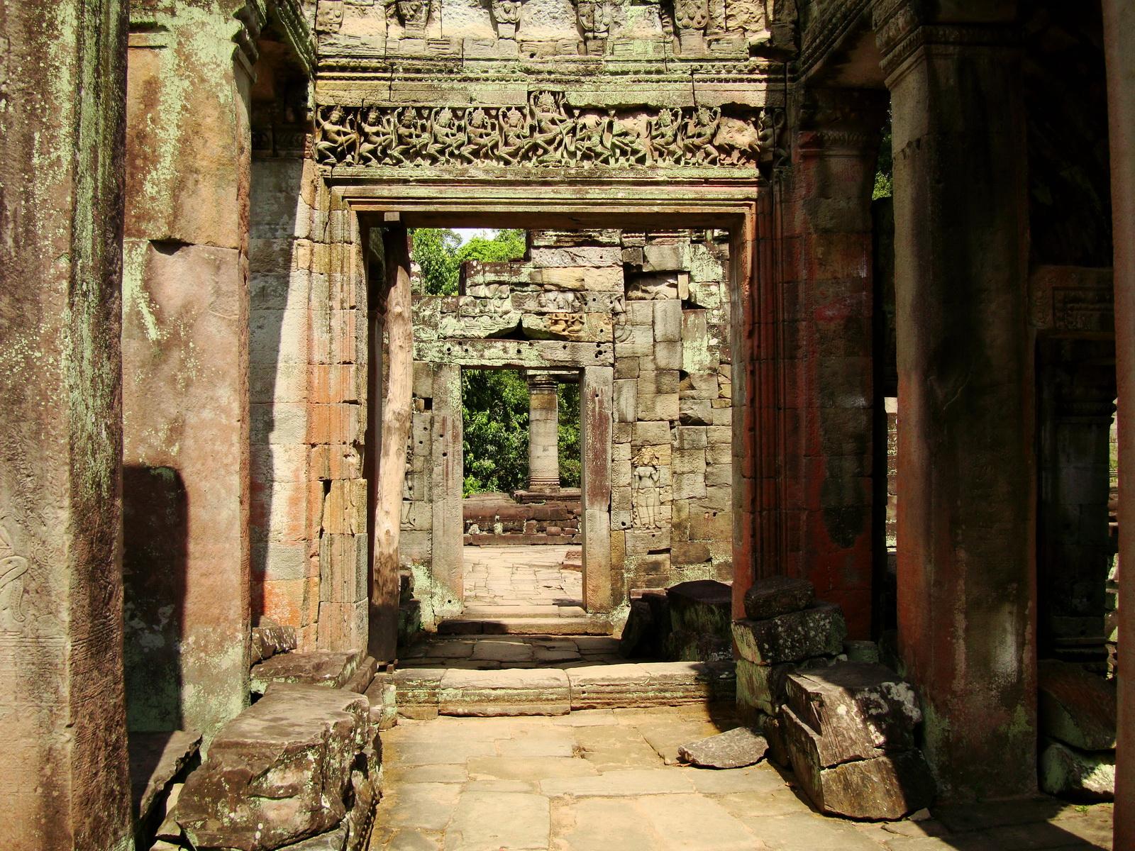 Preah Khan Temple Bas relief dancing Apsaras hall of dancers 03