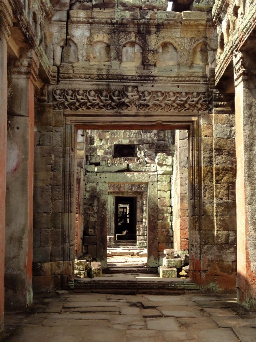 Preah Khan Temple Bas relief dancing Apsaras hall of dancers 04