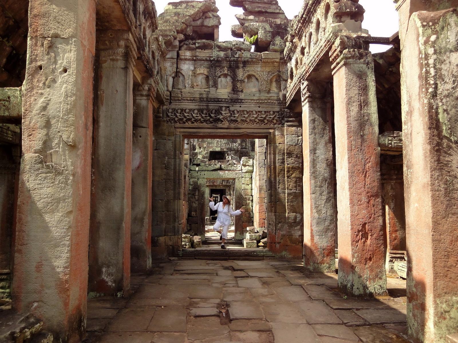 Preah Khan Temple Bas relief dancing Apsaras hall of dancers 05
