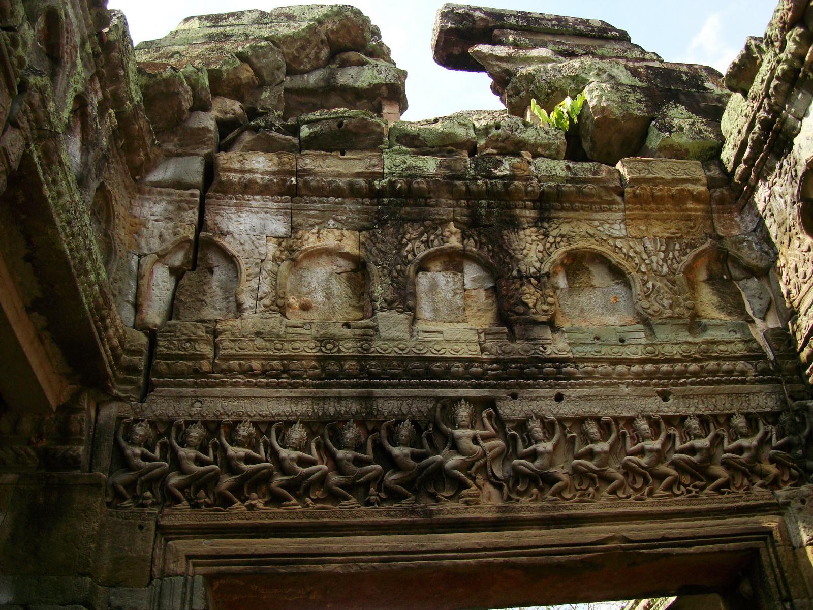 Preah Khan Temple Bas relief dancing Apsaras hall of dancers 07