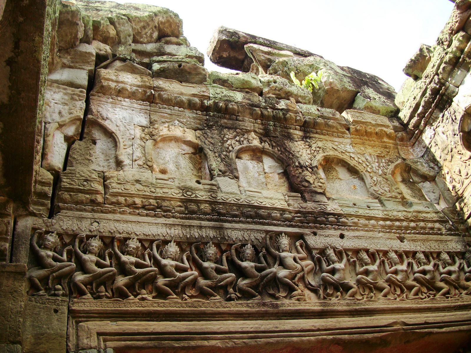Preah Khan Temple Bas relief dancing Apsaras hall of dancers 08