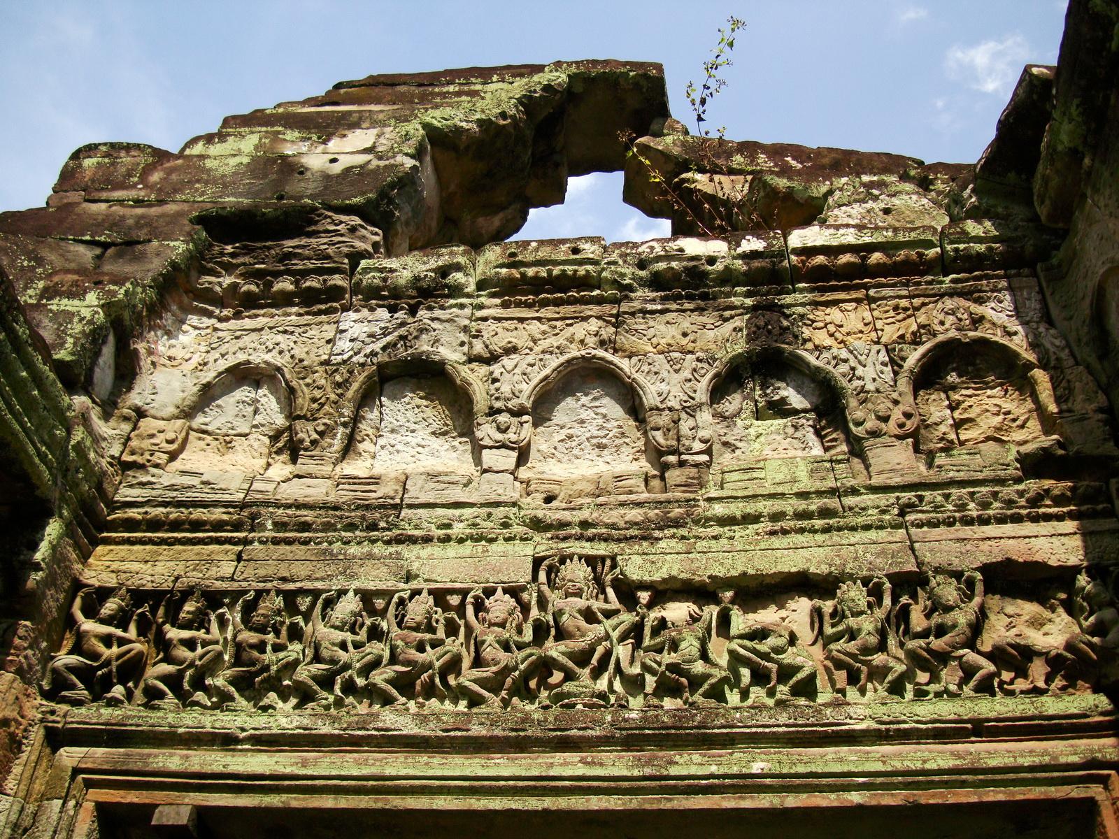 Preah Khan Temple Bas relief dancing Apsaras hall of dancers 09