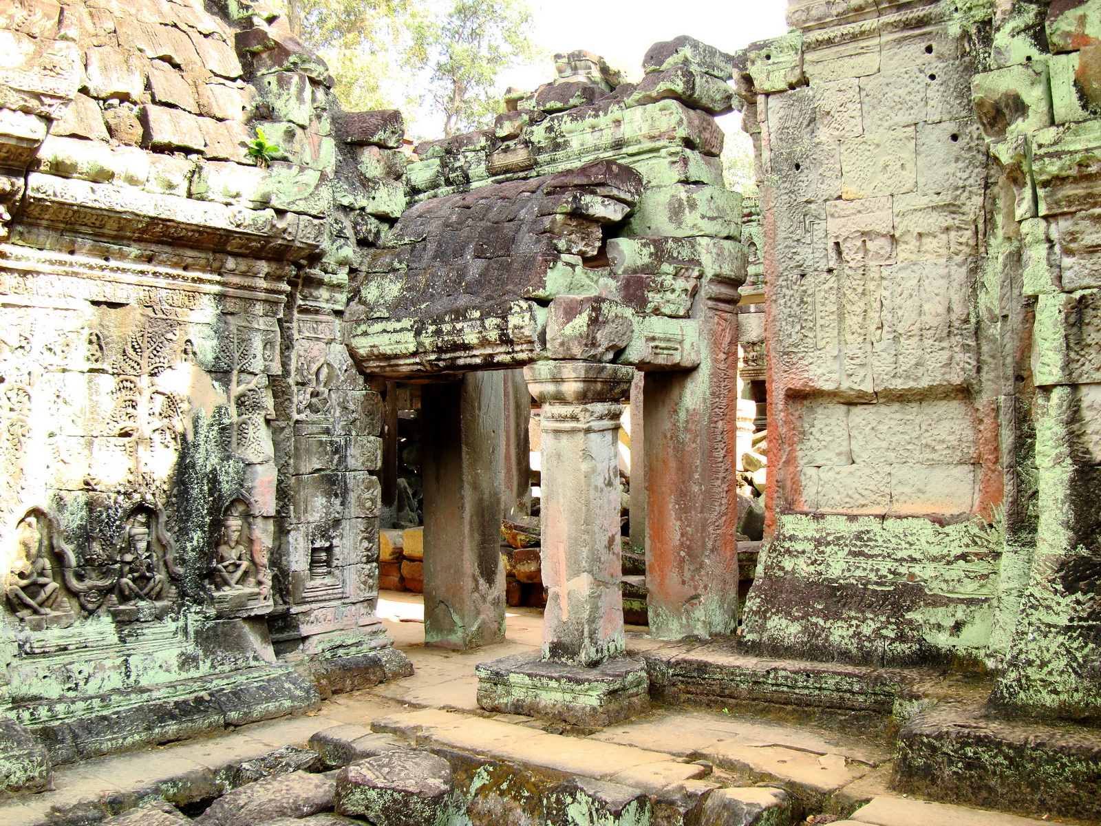 Preah Khan Temple Bas relief devatas main enclosure 03