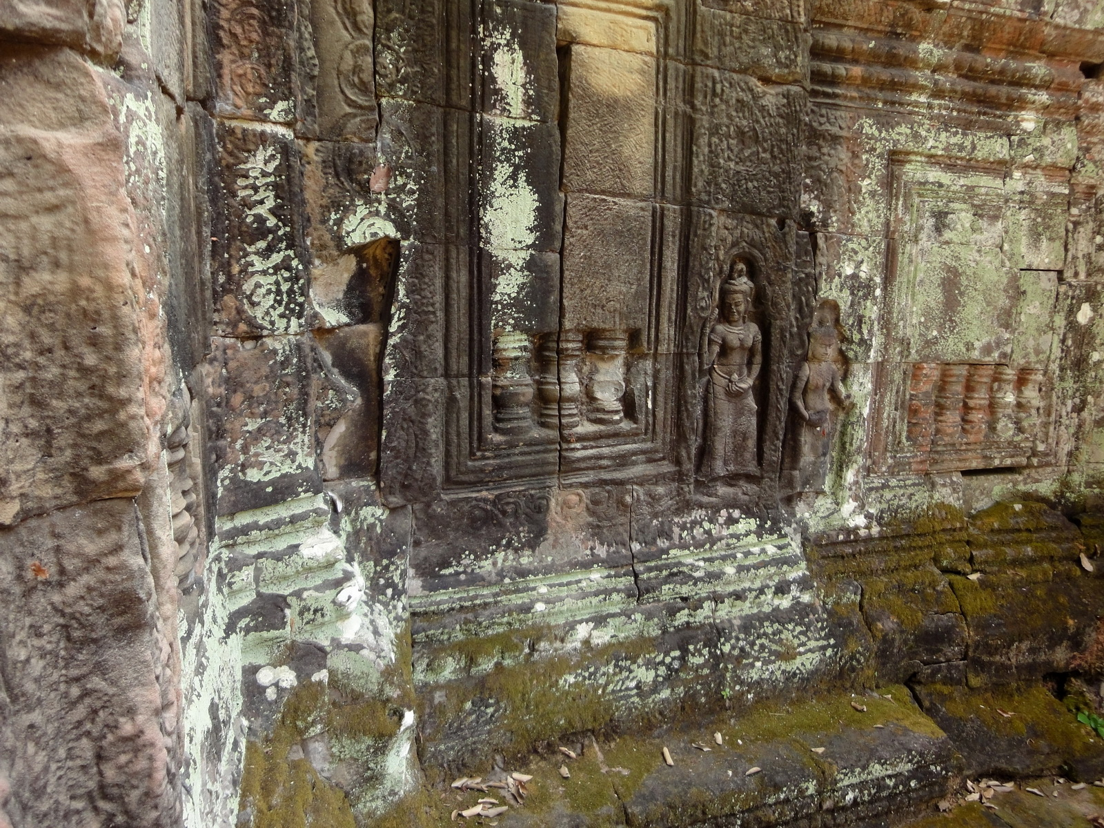 Preah Khan Temple Bas relief false door for the spirits Cambodia 01
