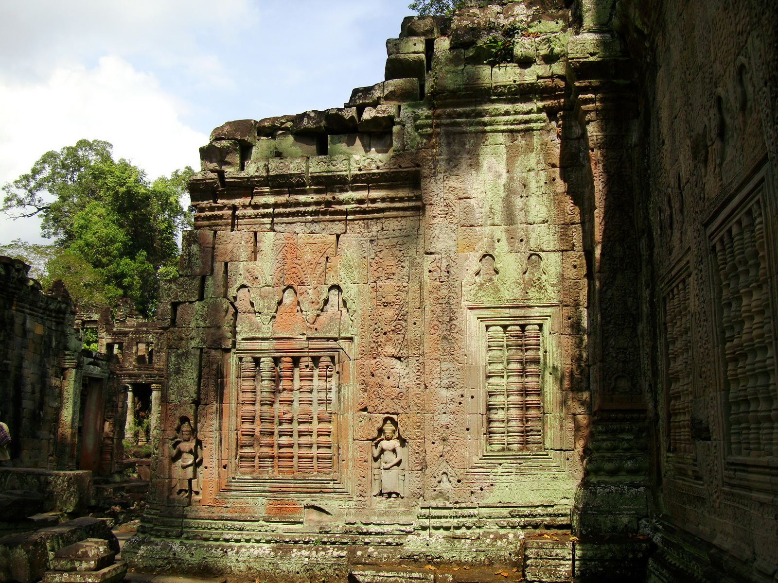 Preah Khan Temple Bas relief false door for the spirits Cambodia 07